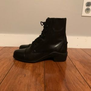 Women's size 6 Ariat paddock boots.